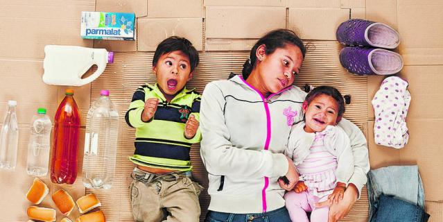 Мичелл с детьми.