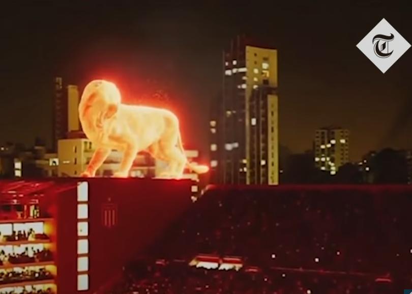 "В трансляцию открытия нового стадиона аргентинского клуба ""Эстудиантес"" включили впечатляющий спецэффект. Фото скриншот https://www.youtube.com/watch?v=rVgwTzdrcSk, Скриншот Youtube"