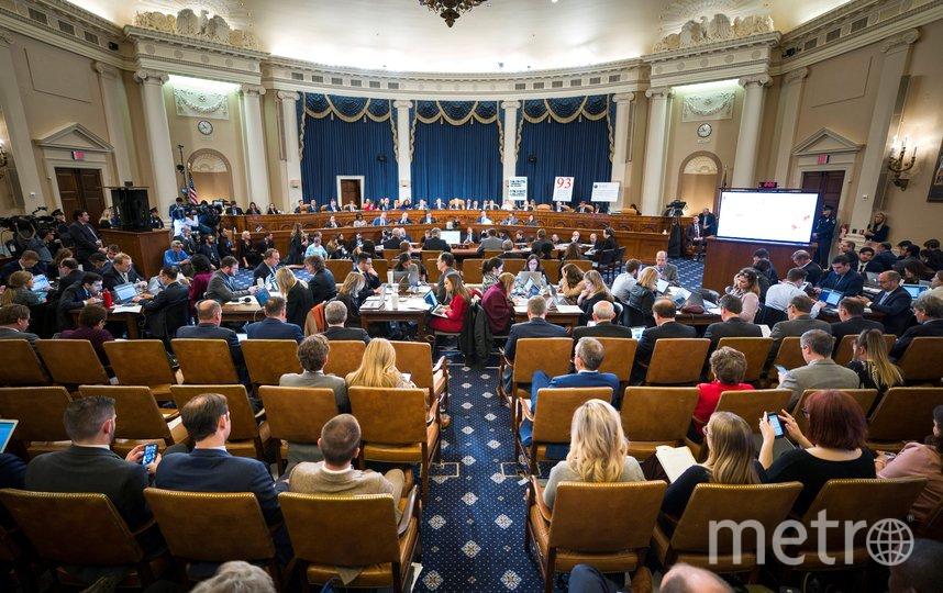 В комитете по разведке палаты представителей США начались первые открытые слушания в рамках процедуры импичмента президента США Дональда Трампа. Фото AFP