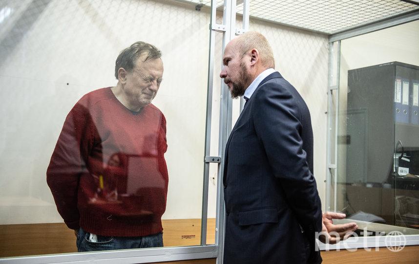 """Олег Соколов 11 ноября в зале суда с адвокатом. Фото """"Metro"""""""