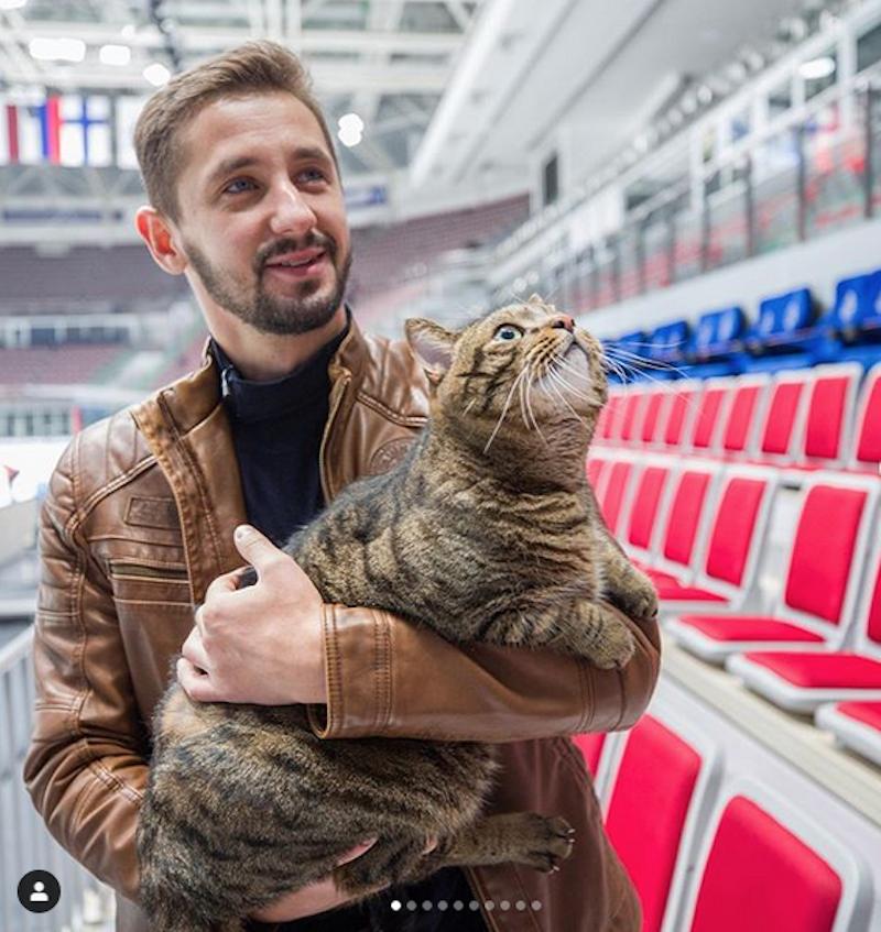 """Хоккейный клуб """"Адмирал"""" пригласил Михаила Галина и Виктора принять участие в тренировке. Фото скриншот @hcadmiral"""