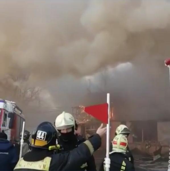 Пожар произошёл на складе у Казанского вокзала в Москве. Фото скриншот https://www.instagram.com/stolichnie_novosti/