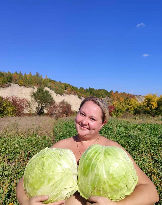 Как нам, девочки, в детстве говорили? Ешь капусту, а то не вырастут... Фото Скриншот Instagram: @mebis.58