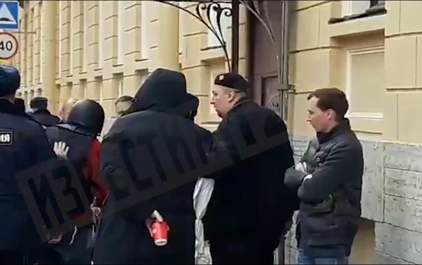 """Олега Соколова привезли на Мойку. Фото скриншот видео, """"Metro"""""""
