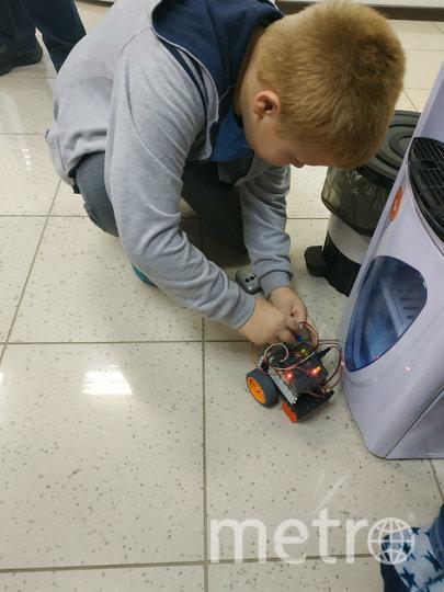 """Ученики могут посещать отдельно занятия школы роботехники - абонемент стоит 5 тысяч рублей. Фото Сидоровская Наталья, """"Metro"""""""