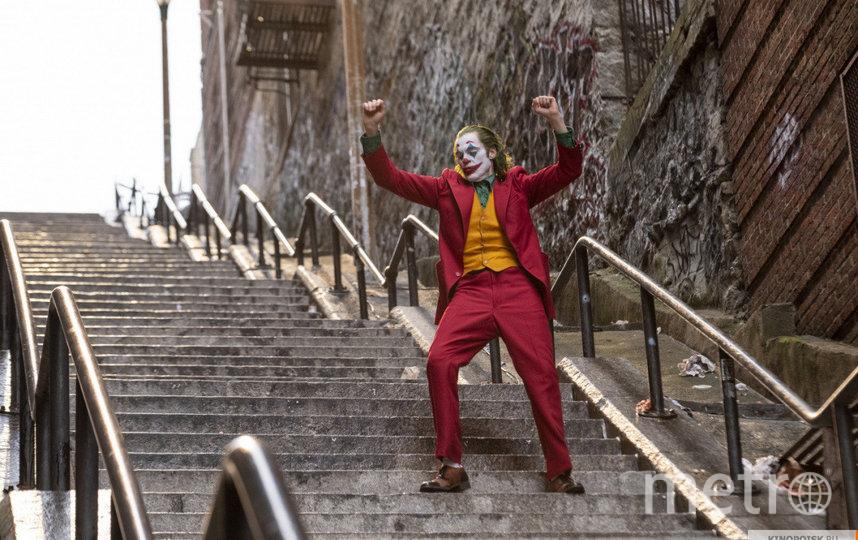 """Режиссёр """"Джокера"""" Тодд Филипс подтвердил, что фильм собрал 1 млрд долларов. Фото """"Каро-Премьер"""", kinopoisk.ru"""