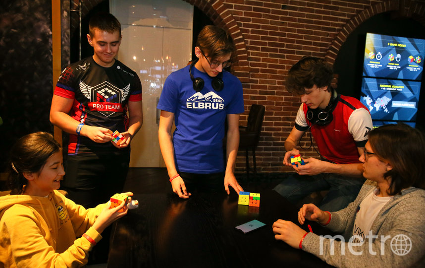 В Москве прошёл чемпионат мира по спидкубингу – скоростной сборке кубика Рубика. Фото Василий Кузьмичёнок