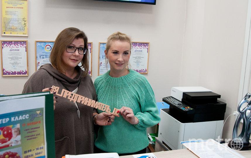 """Наталья Соколова (слева) с помощницей. Фото Анна Лутченкова, """"Metro"""""""