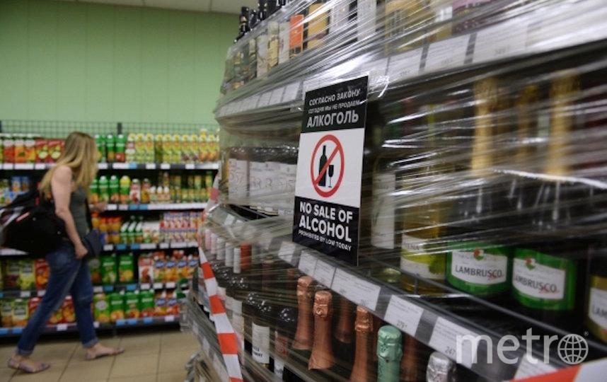 Для сокращения потребления алкоголя также необходимо организовать продажу в специализированных местах. Фото РИА Новости