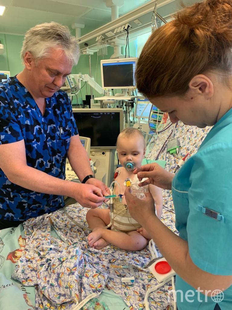 Михаил Каабак, пациент Дима Десятский и лечащий врач Юлия Вьюнковая. Фото предоставлено Екатериной Григорьевой