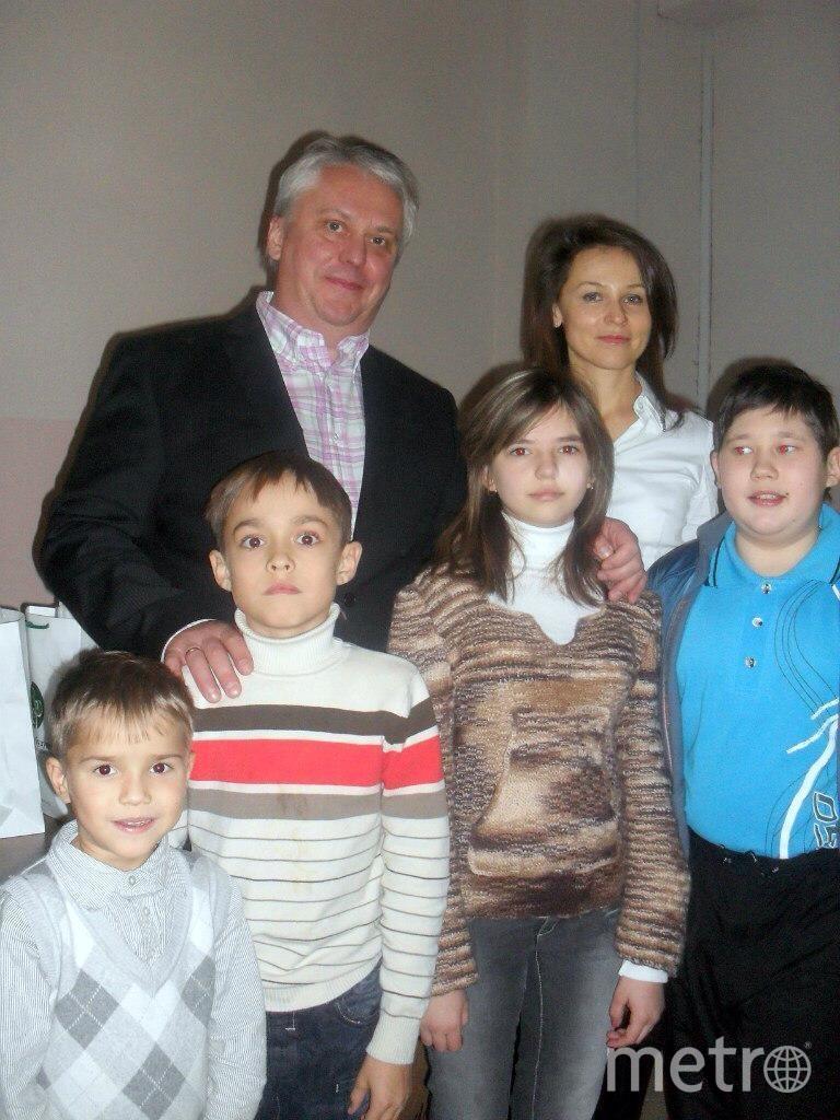 Михаил Каабак с пациентами. Фото предоставлено Екатериной Григорьевой