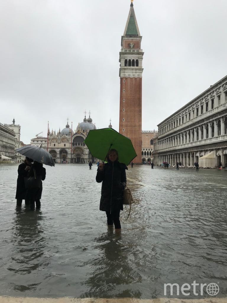 Наводнение в Венеции. На фото Наталия Дмитрук. Фото лицензированного гида в Венеции Наталии Дмитрук