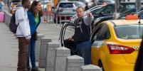 В Москве туристы проехали на такси 3 километра и заплатили 14 тысяч рублей