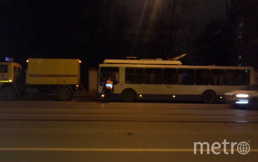 """Фто с места аварии на Загородном. Фото https://vk.com/spb_today, """"Metro"""""""