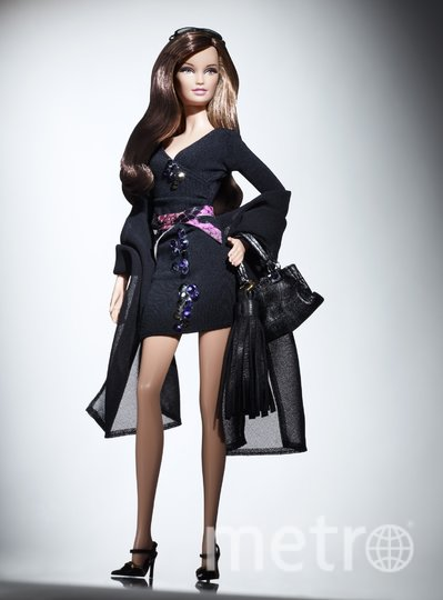 """Барби от американского дизайнера Моники Боткир, известной своими сумочками и аксессуарами, 2010 год. Фото предоставлено организаторами выставки, """"Metro"""""""