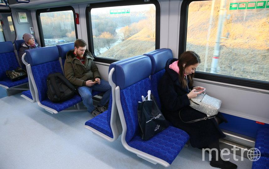 Первые пассажиры диаметров. Фото Василий Кузьмичёнок