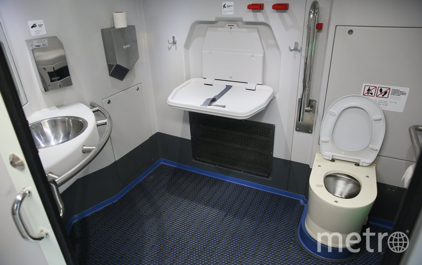 Туалеты в поездах МЦД. Фото Василий Кузьмичёнок