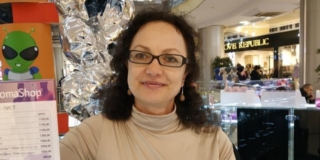 Наталья, продавец-консультант, 52 года.