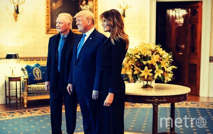 """Мелания Трамп и ее супруг наградили деятелей искусств в Восточной гостиной Белого дома. Фото https://twitter.com/FLOTUS/status/1197722760144998406, """"Metro"""""""
