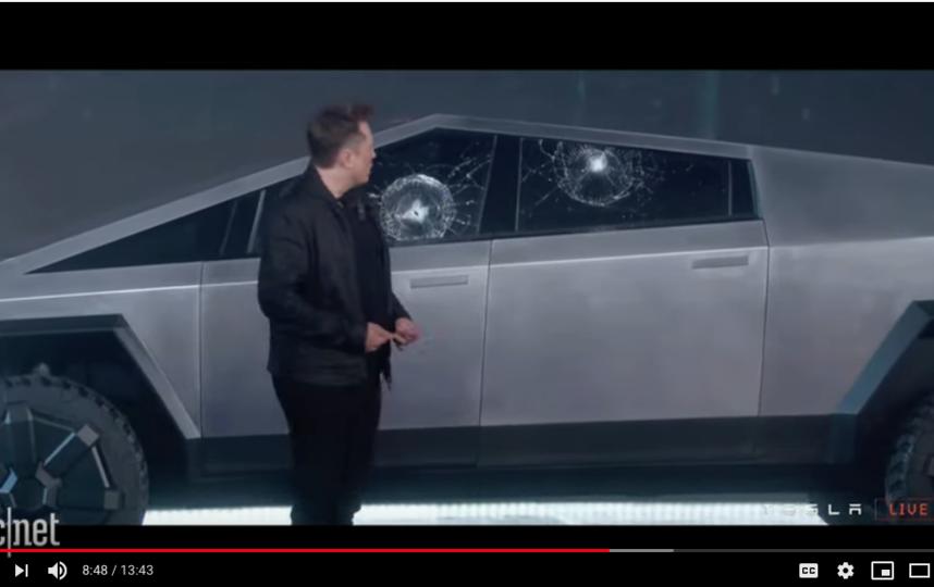 """Tesla Cybertruck. Фото https://www.youtube.com/watch?v=464puoD09dM, """"Metro"""""""