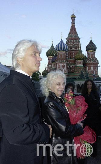 Дмитрий Хворостовский с мамой после концерта на Красной площади (архивное фото). Фото РИА Новости