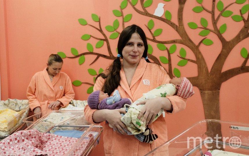 """Елена Фомина с новорожденными сыновьями. Фото Алена Бобрович, """"Metro"""""""