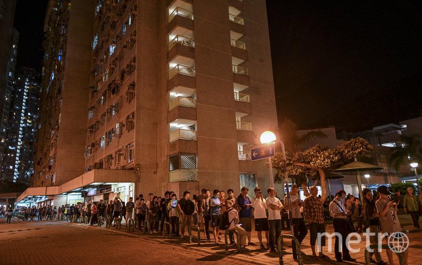 В Гонконге прошли выборы в окружные советы района. Фото AFP
