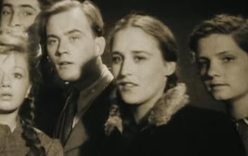 Нонна Мордюкова, вторая справа. Фото Скриншот Youtube