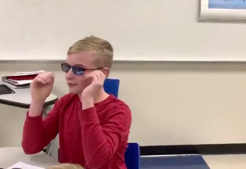 Американский подросток впервые увидел цвета в 12 лет. Фото скриншот twitter.com/BenJones_5
