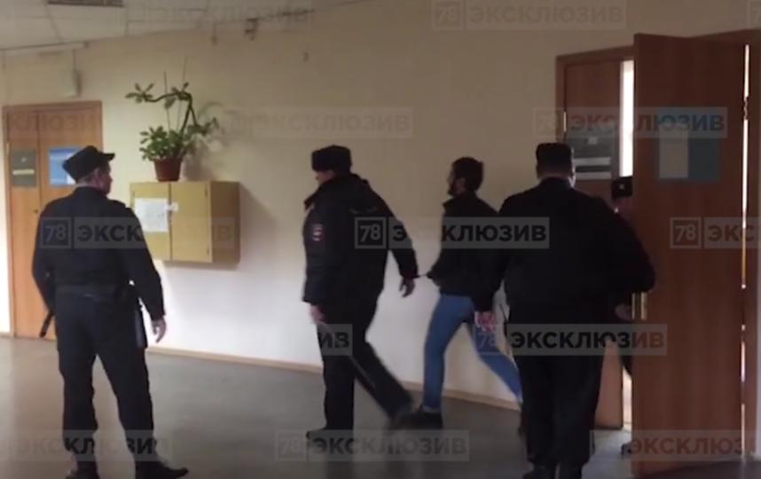Устроившего стрельбу из авто на Московском проспекте арестовали на месяц. Фото скриншот видео www.78.ru