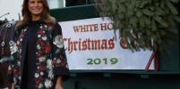 Счастливая Мелания Трамп встретила ёлку в Белом доме – фото
