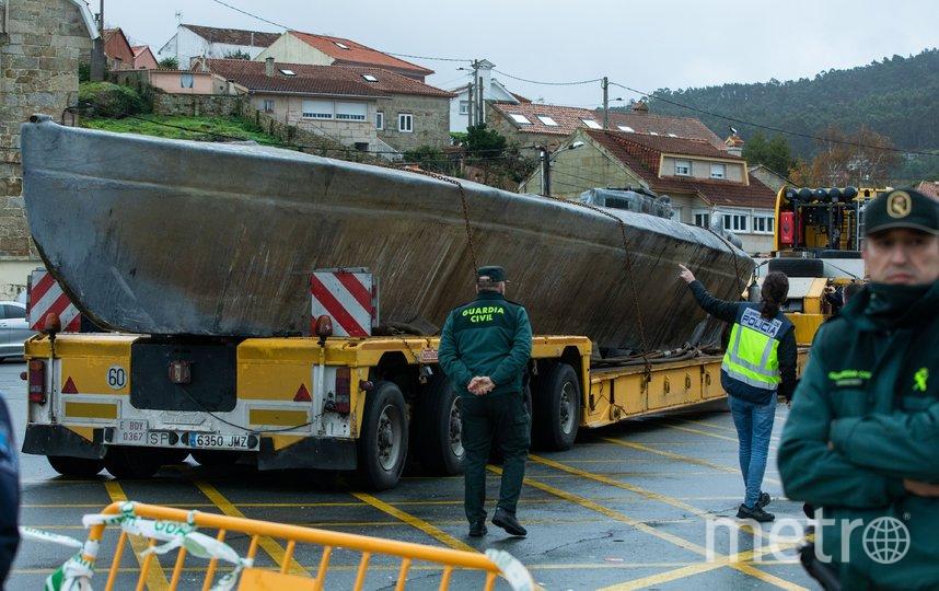 Задержанную в Испании подлодку с 3 тоннами кокаина на борту доставили в порт города Альдан. Фото AFP