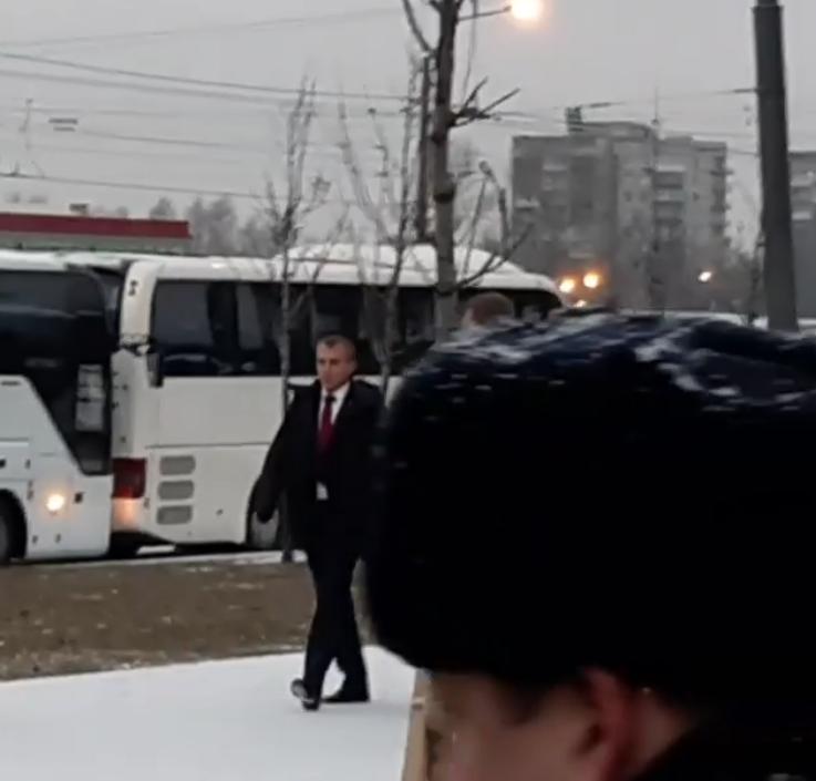 Владимир Путин посетил церемонию открытия памятника Гранину и пообщался с петербуржцами. Фото скриншот www.instagram.com/guptalola/
