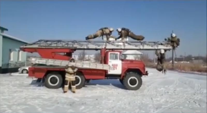В Караганде (Казахстан) эстафету приняла вся пожарная часть. Фото instagram @fireman.krg