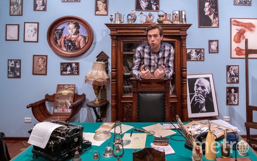 """В комнате-музее режиссёра и художника Николая Акимова. Кабинет воссоздали в 2011 году. Фото Алена Бобрович, """"Metro"""""""