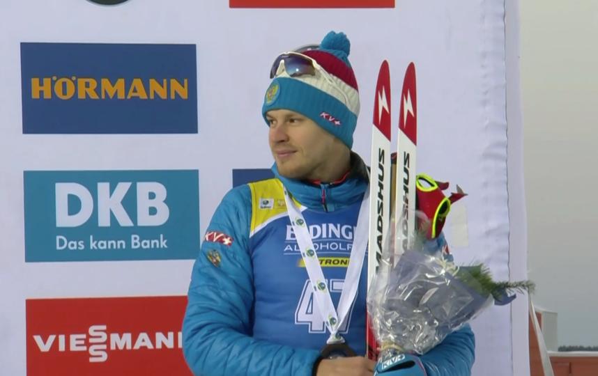 Матвей Елисеев завоевал первую бронзу в Кубке мира по биатлону. Фото Скриншот @matchtv
