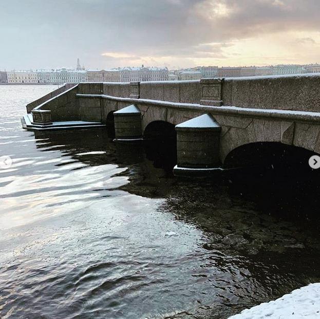 Зима в Петербург пришла по расписанию. Фото скриншот www.instagram.com/yuliyalasskaya/
