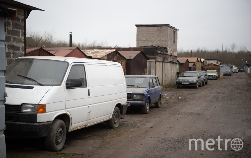 """Участок, где планируют снести гаражи и начать стройку, расположен близко к жилым домам. Фото Святослав Акимов, """"Metro"""""""