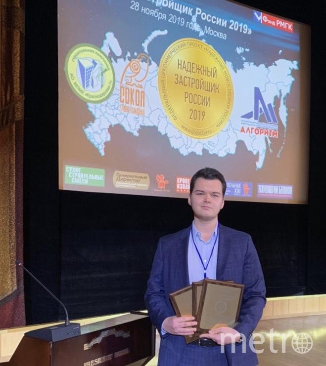 """Золотой знак """"Надежный застройщик России""""."""