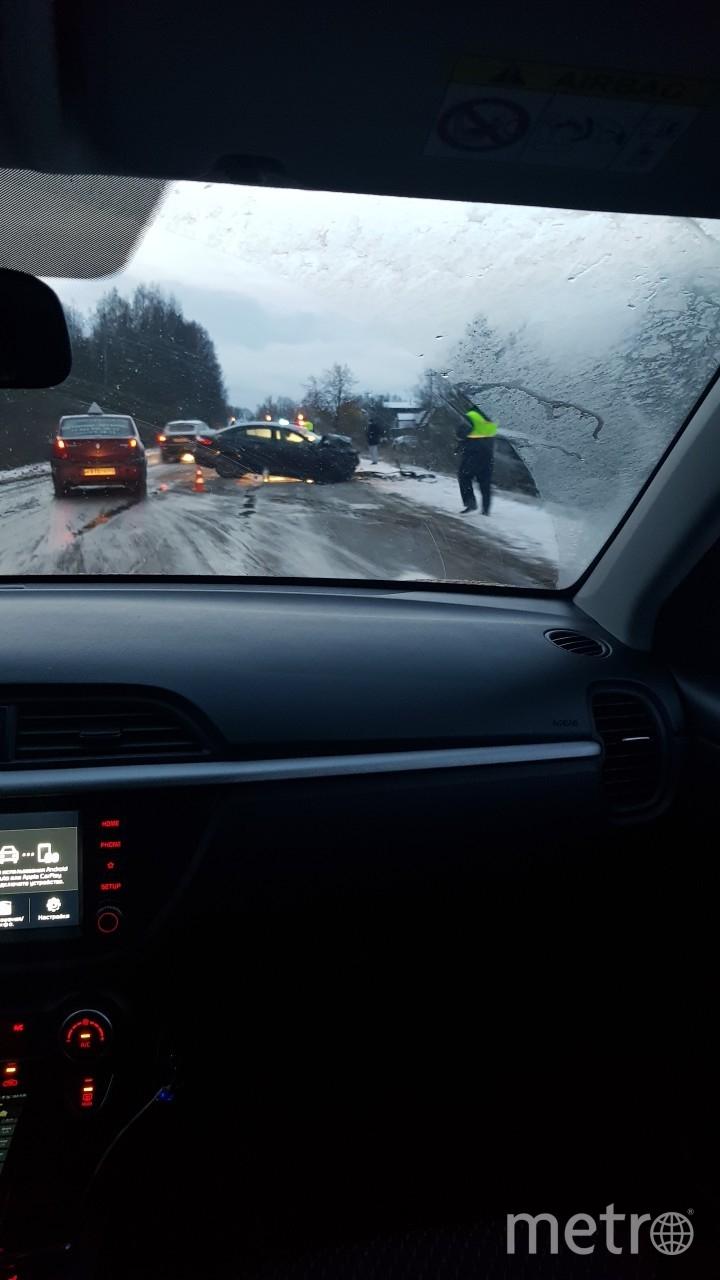 Водитель не справился с управлением, совершил выезд на встречную полосу движения. Фото https://vk.com/spb_today, vk.com