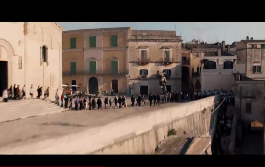 """Кадры из тизера фильма """"Не время умирать"""". Фото скриншот: youtube.com/watch?v=QMrGxC60vzk&feature=emb_title"""