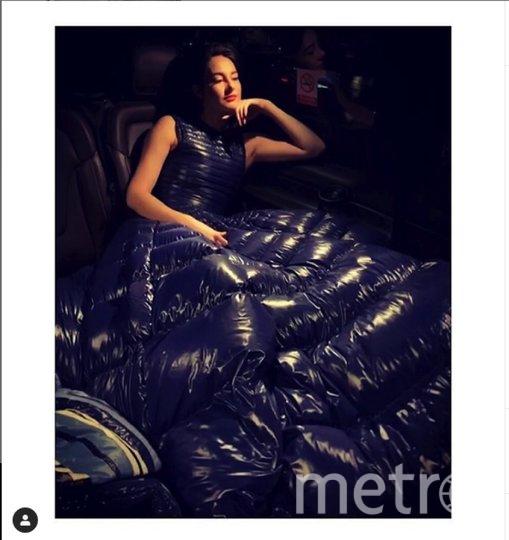 """Шейлин Вудли и ее платье-пуховик. Фото https://www.instagram.com/shailenewoodley/, """"Metro"""""""