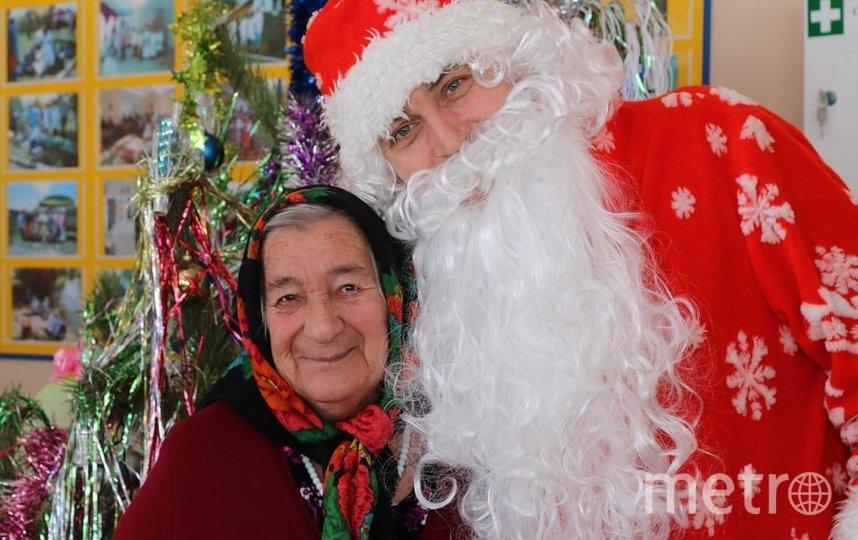 Бабушки и дедушки рады подаркам не только от Деда Мороза. Фото starikam.org