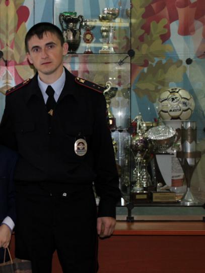 Полицейский Александр. Фото 25.мвд.рф