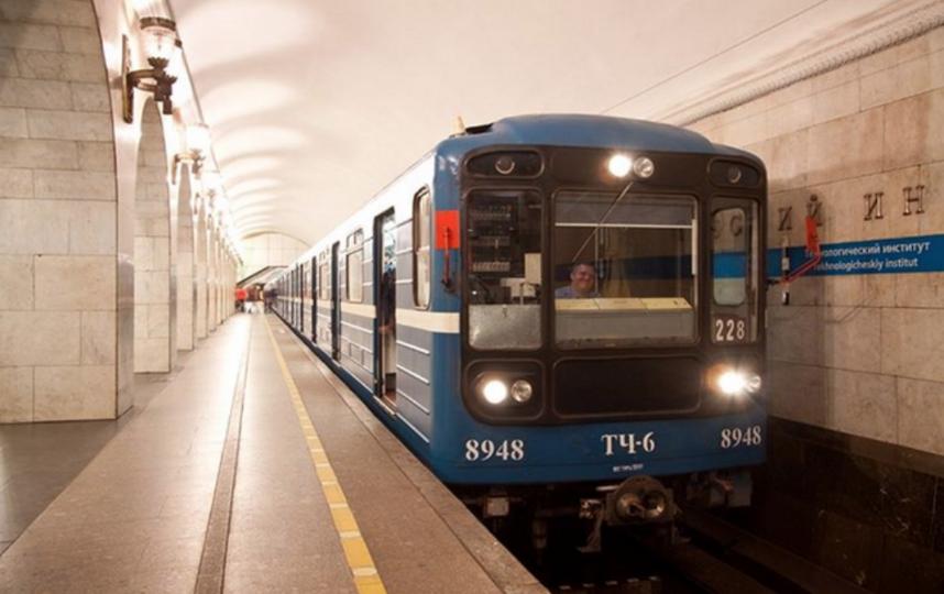В петербургском метро рассказали, почему машинисты не носят очки. Фото скриншот www.instagram.com/metrospbphoto/