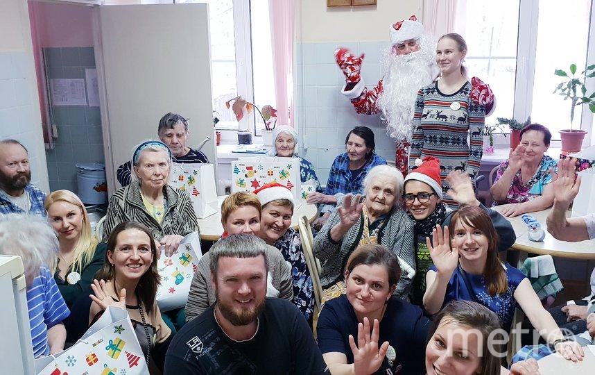 """Филиал фонда """"Старость в радость"""" открыл 13 пунктов приёма подарков в этом году. Фото vk.com/svr_piter. , """"Metro"""""""