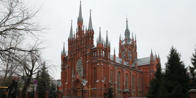 Римско-католический Кафедральный собор строили десять лет – с 1901-го по 1911 год.