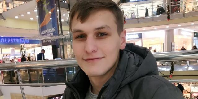 Антон, 22 год, менеджер.