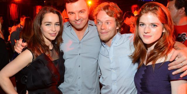 В 2012 году Эмилия встречалась с актёром Сетом МакФарлейном.