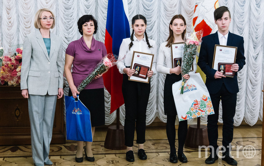 Награждение, Ксюша, Рита и Никита. Фото pravmin74.ru